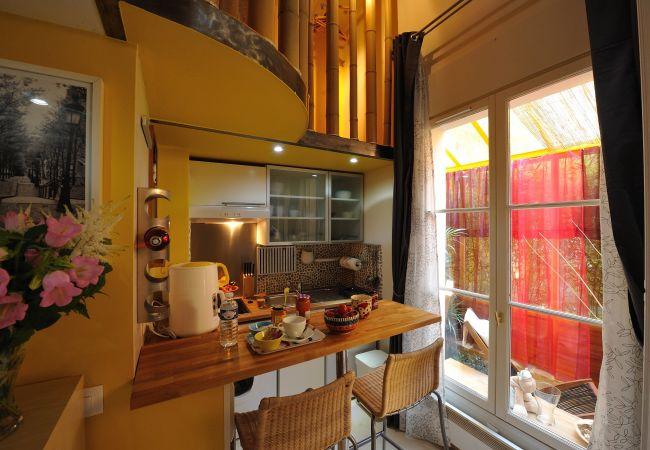 Appartement à Paris - F0D Fruit of the moon