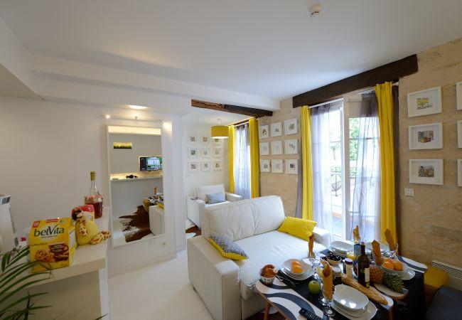 Apartment in Paris - C2G White moon