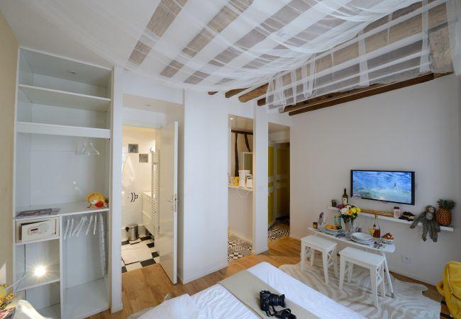 Studio in Paris - E3DD White night