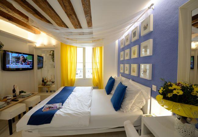 Studio in Paris - A3DG Blue cheese